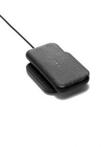 wireless charger catch 1 black courant phone 2